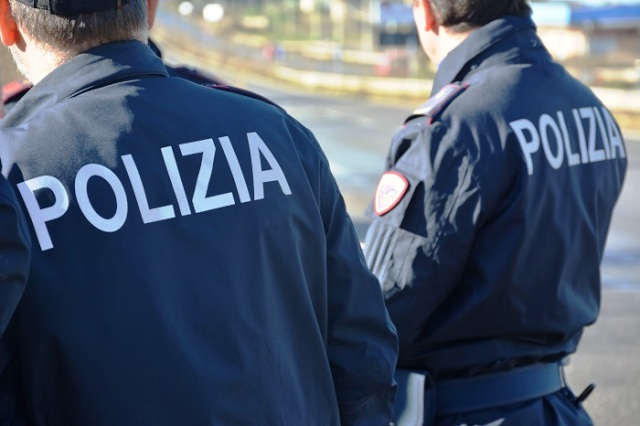 https://www.ilmattino.it/primopiano/cronaca/incidente_san_basilio_auto_polizia_donne_ferite_marciapiede_roma_ultime_notizie_news-5880193.html