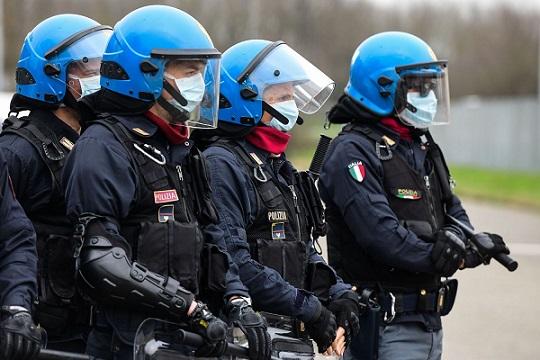 poliziotti covid